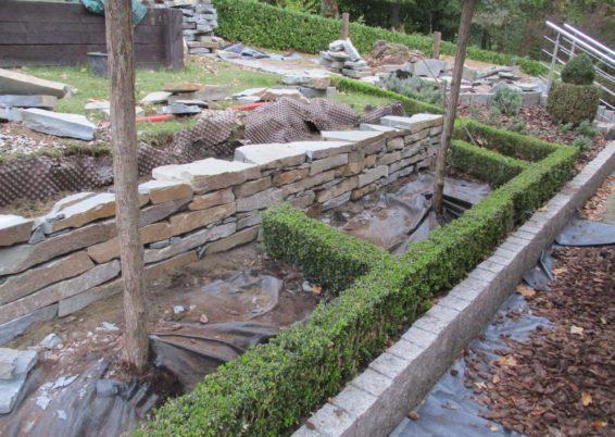 Réalisation de murs de soutien en pierres sèches