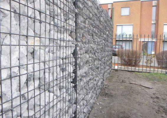 Réalisation d'une clôture autour d'un jardin avec des panneaux ZENTURO de chez BETAFENCE