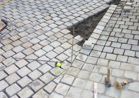 Réalisation d'une allée d'accès maison et garage en pavés de rue