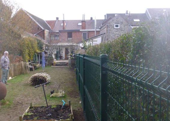 Pose de clôture dans un jardin à Esneux