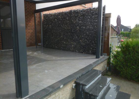 Placement d'une petite clôture écran en panneaux zenturo de betafence