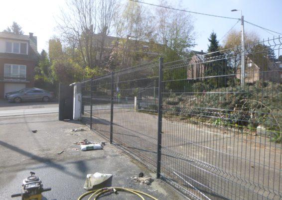Installation d'une clôture rigide de 1.8 m de hauteur en mitoyenneté à Oupeye.