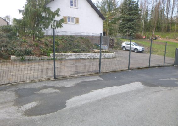 Installation d'une clôture rigide à Oupeye