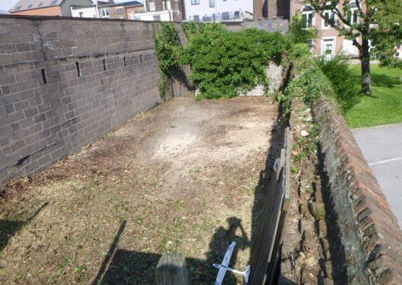 Nettoyage d'un jardin laissé à l'abandon pour l'école Sainte-Marie