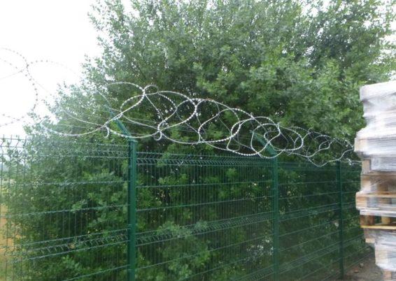 Installation d'une clôture de sécurité à l'aéroport de Liège Bierset....